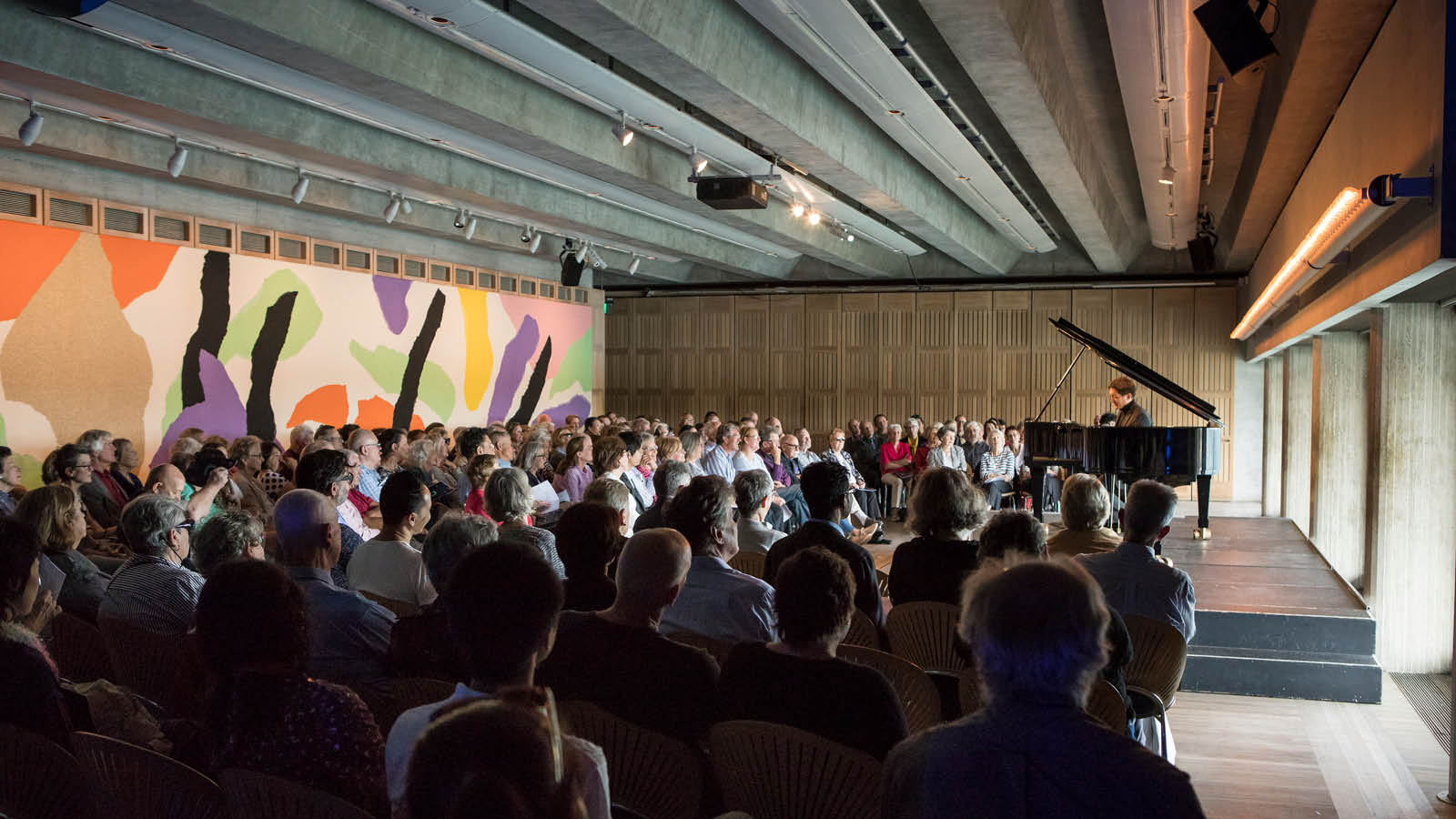 Freddy Kemf performs as part of the Utzon Music Series